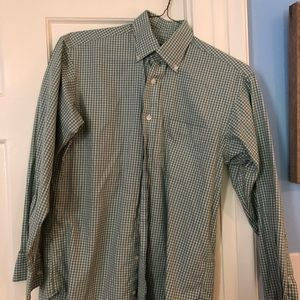 Green small Vineyard Vines shirt for sale!